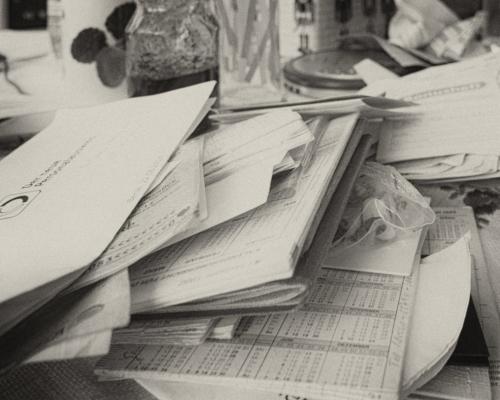 Unnützes Papier im Haus meiner Mutter