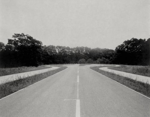 Strasse im Nirgendwo in Lurup. Belichtung auf 4x5 Fotopapier.