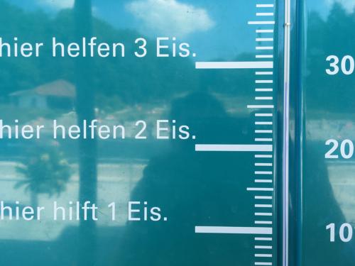 Thermometer im Waldschwimmbad Kronberg