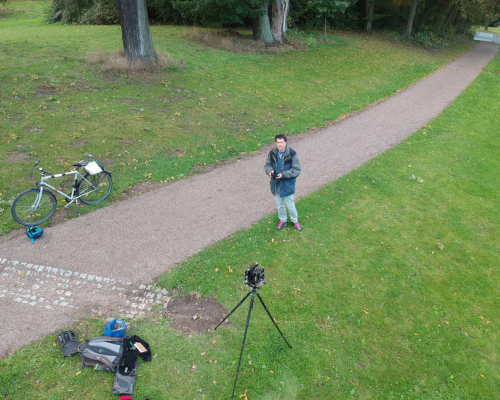 Selbst, mit 4x5 Kamera im Jenischpark von der Drohne aus gesehen