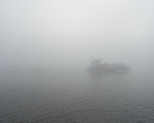 Elbfähre bei Altona im Nebel am Neujahrstag 2020