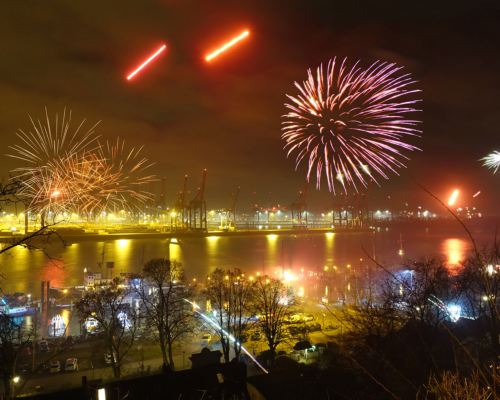 Feuerwerk über Neumühlen. Silvester 2019