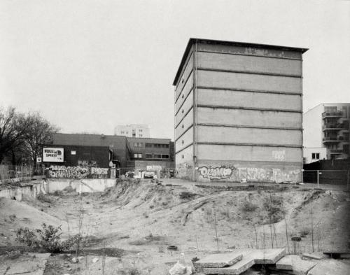 Hochbunker Thadenstraße. Aufnahme auf Großformat 4x5 Fotopapier direkt.