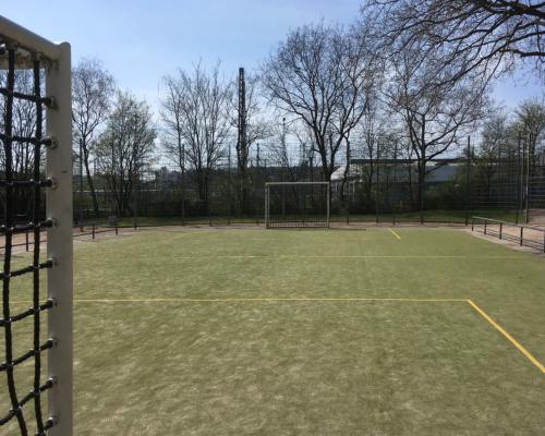 Leerer Sportplatz. Nix los in Stellingen.