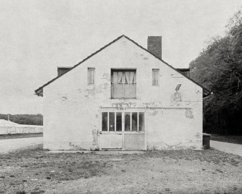 Haus an der Trabrennbahn Bahrenfeld. Aufnahme auf 4x5 Fotopapier.