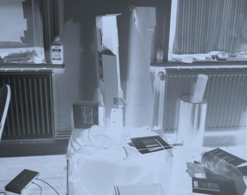 Zimmer. Erstes Bild auf Röntgenfilm verwendet als herkömmlichen analogen Film im Format 4x5.