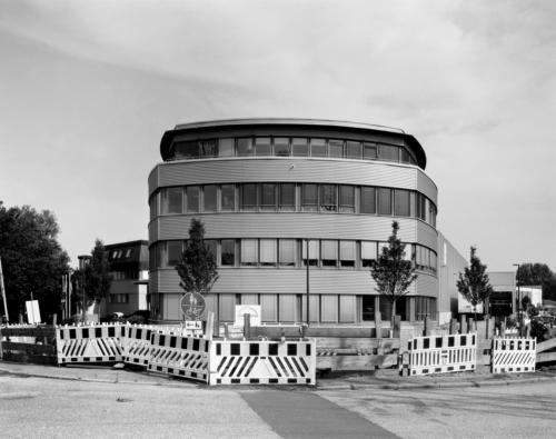 Firmengebäude in Hamburg Stellingen. Aufnahme im analogen Großformat 4x5 auf CEA OGA Röntgenfilm
