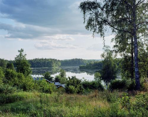 Abendstimmung am See in Schweden. Aufnahme im analogen Großformat 4x5 auf Kodak Ektar 100.