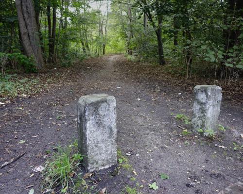 Unscheinbarer Weg: Beim Stadionbad in Hamburg Eidelstedt