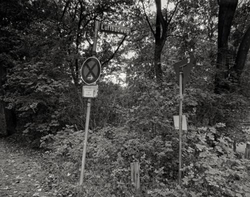 Am Luftbadweg in Hamburg Bahrenfeld. Aufnahme auf 4x5 CEAOGA Film.