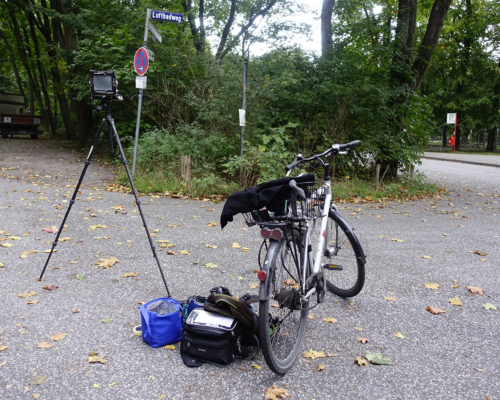 Kamera aufgebaut am Luftbadweg in Hamburg Bahrenfeld