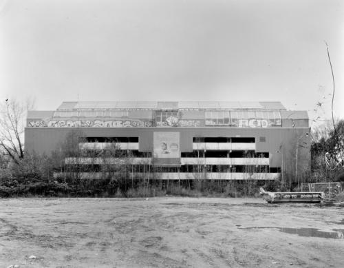 Parkhaus, leerstehend. Zwischen Altonaer Krankenhaus und Othmarschener Höfen.Aufnahme im Format 4x5 auf Röntgenfilm.