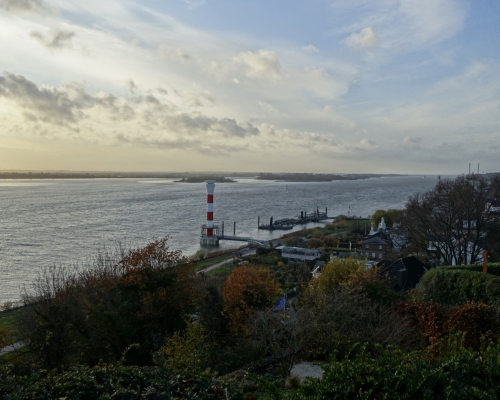Blick vom Baurs Berg über die Elbe bei Hamburg Blankenese