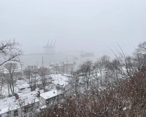 Die Elbe bei Hamburg Neumühlen im Schnee