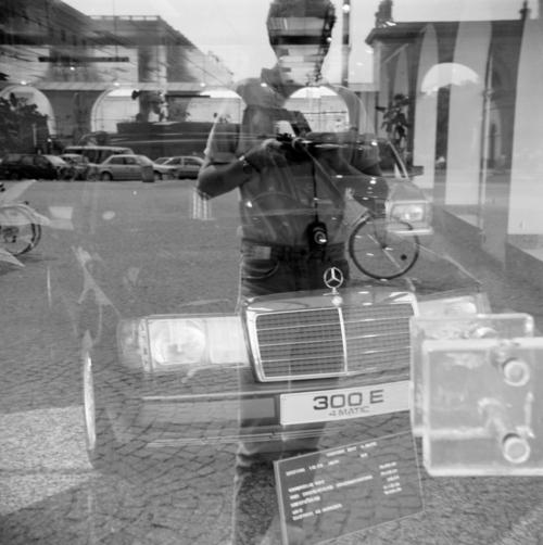Selbst in einem Schaufenster am Odeonsplatz in München