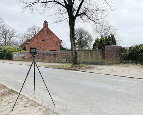 Kamera aufgebaut. Von Hutten Straße. In Hamburg Bahrenfeld.