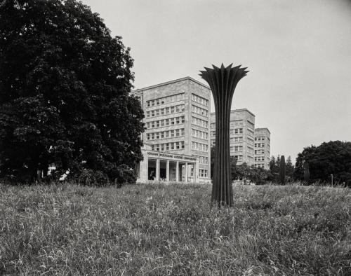 IG Farbenhaus Südfront. Aufnahme im Format 4×5