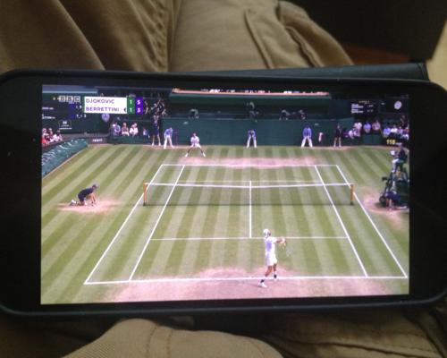 Tennis auf dem Schoß