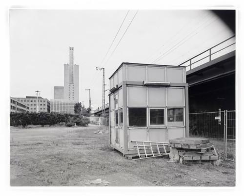 Brache an der Europa-Allee, Baufeld 42a, Frankfurt Gallus. Fotografie im Format 4x5 auf Adox 100 CHS II.
