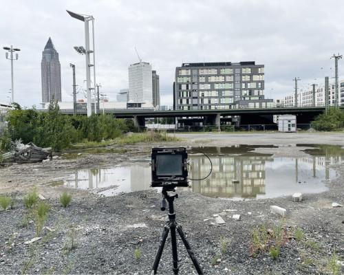 Kamera aufgebaut mit Blick nach Osten. Brache an der Europa-Allee, Frankfurt Gallus.