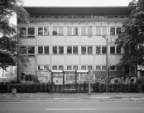 Ehemaliges Amerikainstitut an der Senckenberganlage, Ecke Kettenhofweg. Später IVI. Frankfurt Westend. Fotografie im analogen GroßFormat 4x5.