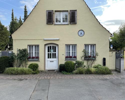 Kleines Haus am Friedhof Bornheim